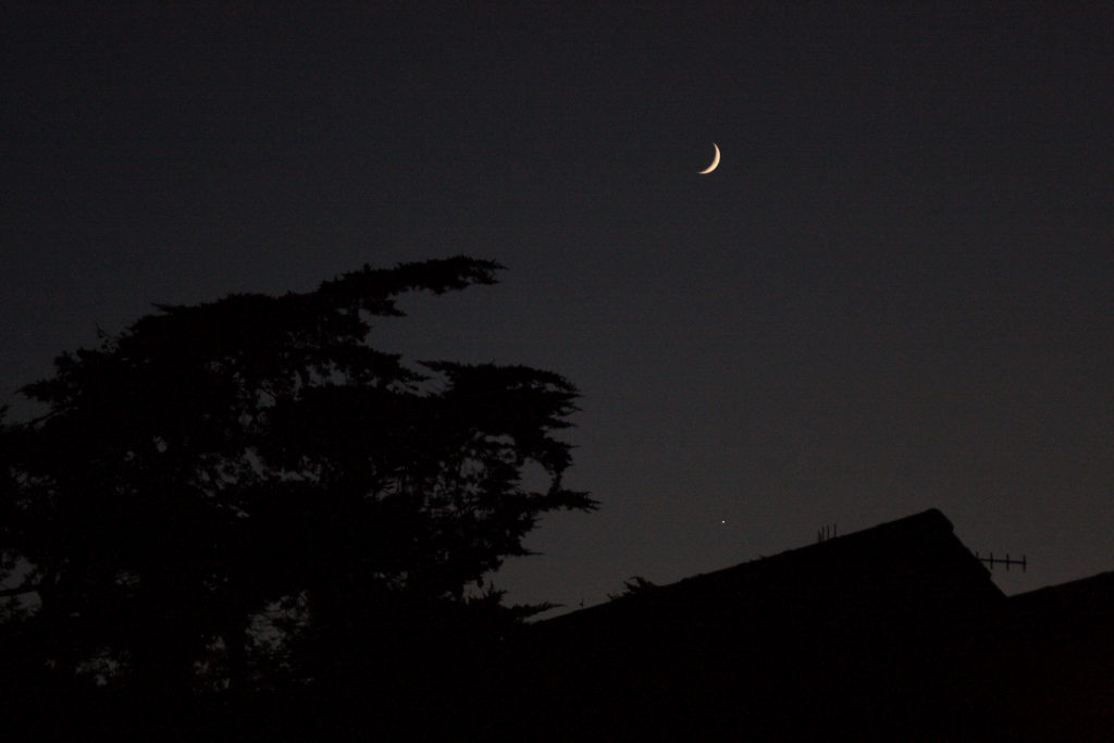 The Moon above Venus low in the southwest, December 2016